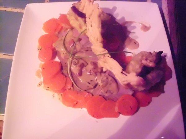 Filets mignons, sauce à la Savora et aux champignons de Paris, Carottes Vichy et Pommes Macaires