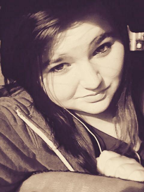 Garde le sourire on cest jalais si quelqun tombe amoureux du tien.