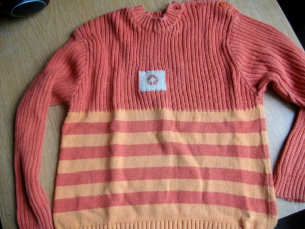 Pull fille ( 5 ANS ) : 2euro