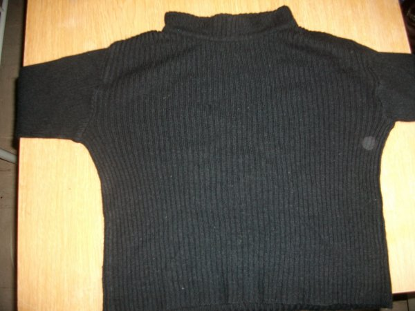 Pull noir ( Taille : 30 ) : 1euro