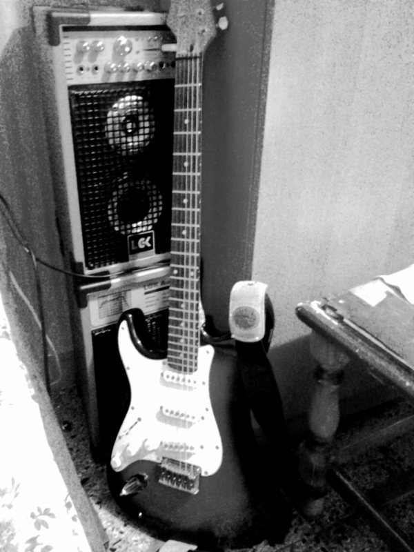 ma possésion préféréé ,ma guitare <3