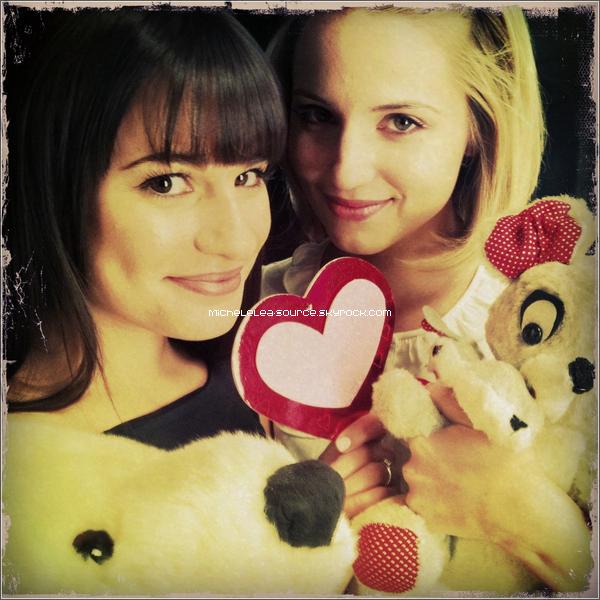 Dianna Agron a posté une photo sur Twitter en compagnie de Lea ! Comment tu les trouves ?