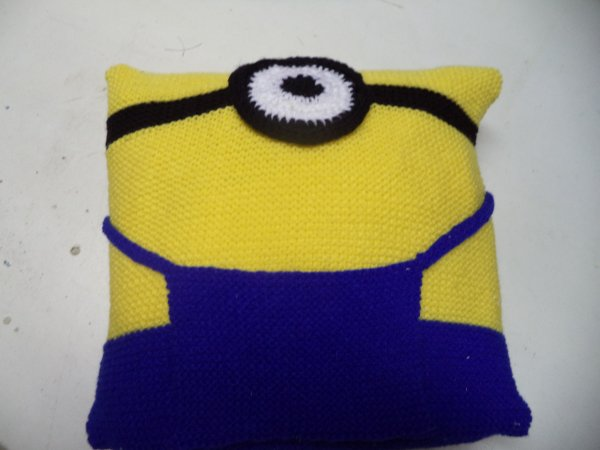coussin minion at tricot