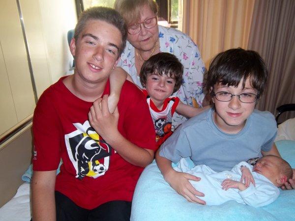 Mes 4 petits fils et moi, le 30 juin 2010