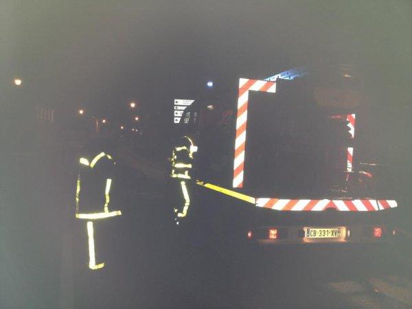 FEU VOITURE au titre et a nouvion  : photo prise par un pompier qui n étais pas de garde
