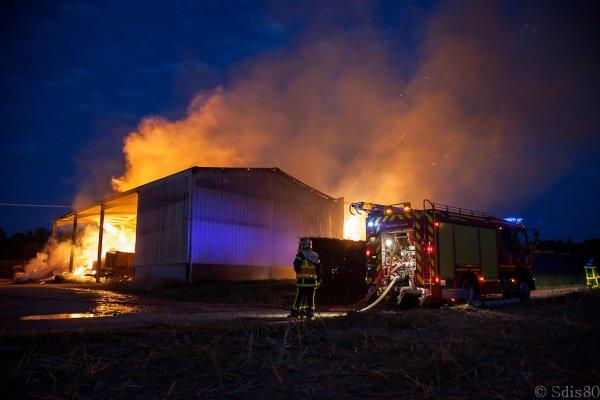 feu hangar agricole  somme (80)