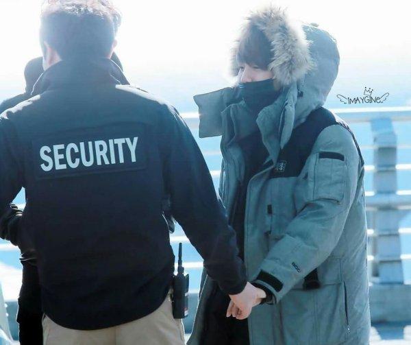 Baek se tape maintenant même les mecs de la sécurité.