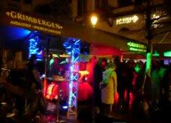 Tapage nocturne place du Luxembourg à Bruxelles. Pullmann.