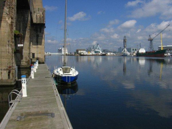 Ci-dessous deux photos du port de St Nazaire