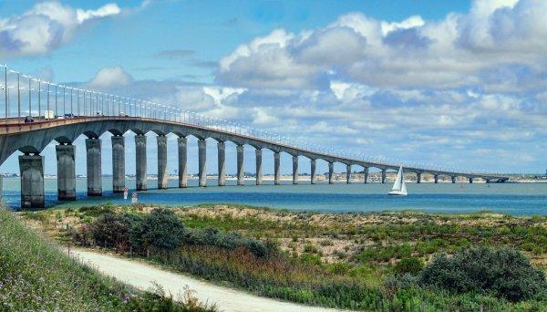 photo du pont de l'Ile de Ré qui relie cette dernière au continent