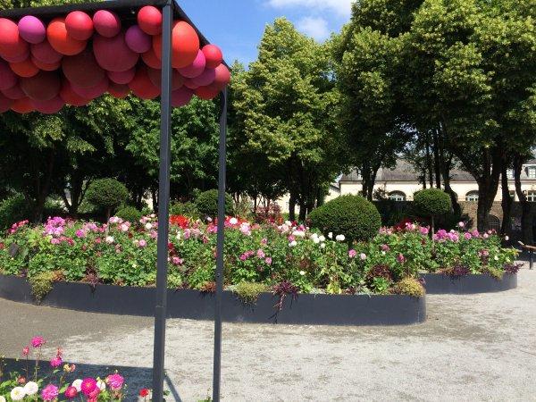 Voici quelques photos du Jardin de  l'Evéché qui a pour thème cette année les DALHIAS