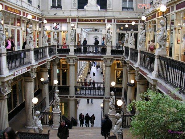 Ci-dessous des photos de Nantes dont deux du passage de la Pommeraye et une de la magnifique Place Royale.