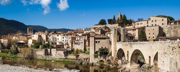 Ci-dessous deux photos du joli village médiéval de Besalu (Costa Brava) que nous avons eu le bonheur de découvrir.