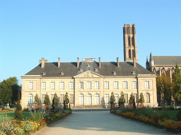 ci-dessous  photographies du jardin et de l'évêché et du musée de l'évêché de Limoges
