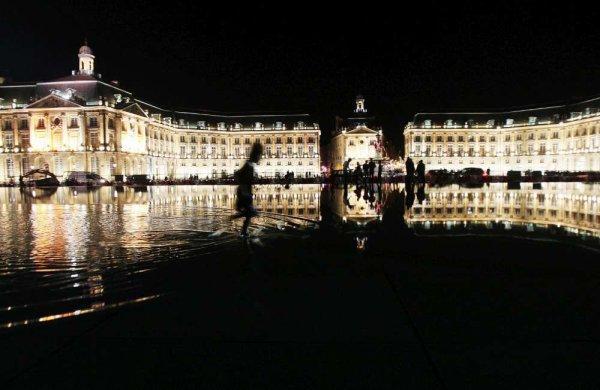photos du miroir d'eau à Bordeaux ainsi que de la Bibliothèque