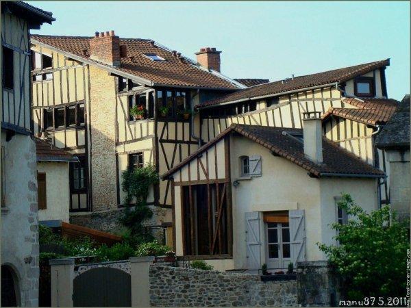 Bonsoir à vous toutes et tous. Ci-dessours une photo du vieux Limoges quartier de la Cathédrale.