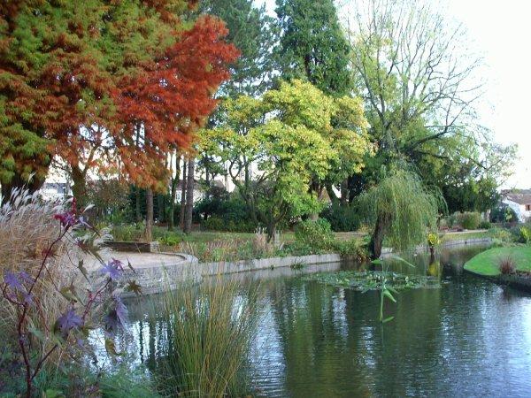 Bonjour à vous toutes les amies. Ci-dessous photos du joli parc Thuillat à Limoges