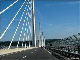 ci-dessous 2 photos du viaduc de Millau (aveyron)