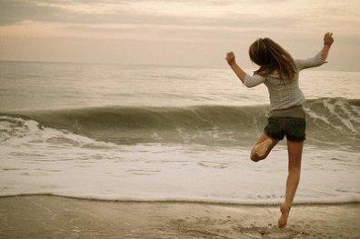 « N'attends pas que la joie te tombe dessus, bats-toi pour être heureuse. »