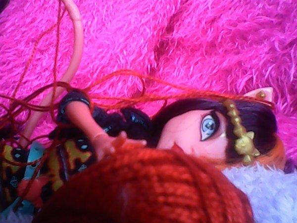 Cleolei quand elle joue avec du fil ^^