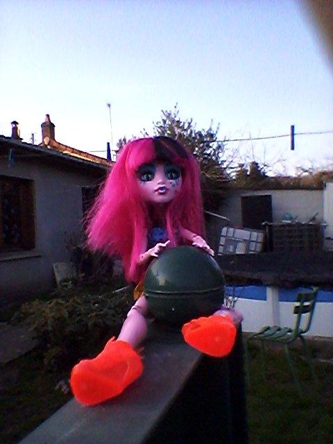 Rosa prend la pose dehors