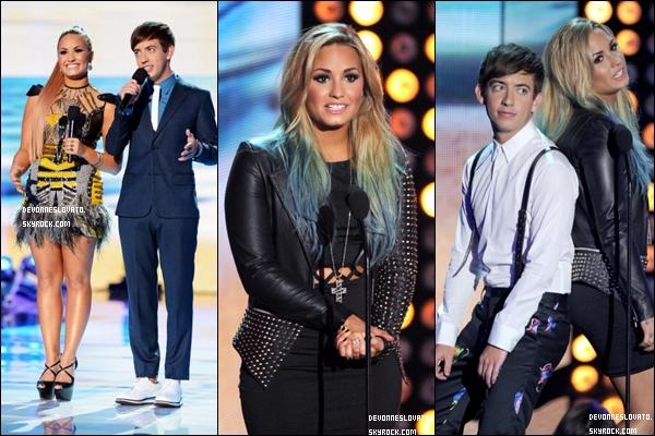 . Hier, notre belle Demi a présenté les Teen Choice Awards avec Kevin McHale . C'est un TOP pour Demi qui était magnifique . Elle a gagnée dans la catégorie Choice Female Music Star of the Summer & Choice Twit  .