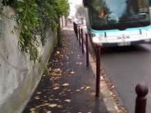 """BUS 207 (9622 du 206/207) pour la Queue En Brie Hopital mais qui va s'arreter à l'arret de bus """" Collège les Prunais"""""""