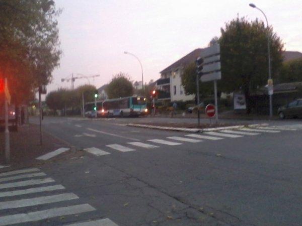 """2 BUS 206 qui sont pour Noisy-RER à l'arrêt de bus SDA """"Square des Allobroges"""" !!!!"""