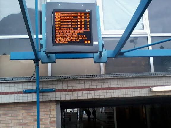 Le panneau d'affichage à la gare de VSM RER