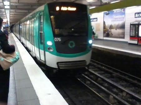 La 076 du MF01 sur la ligne 5