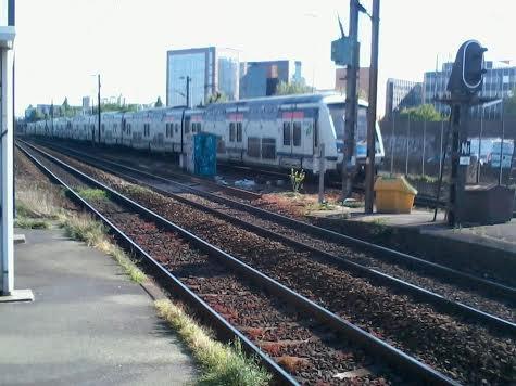 Un RER E mission HOTA assuré par un UM de Z22500  qui arrivent à VDF