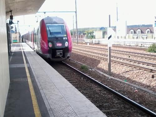 La même rame qui part de Chelles-Gournay pour Paris-Est