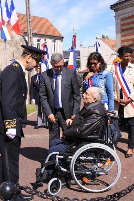 a travers le trou de l'objectif ceremonie deportés du 30 avril 2017 place henri iv