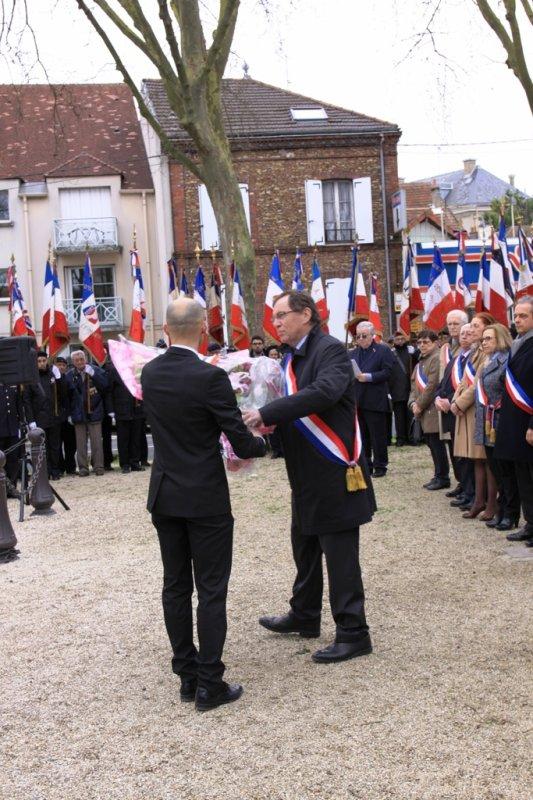 a travers le trou de l'objectif ceremonie DU 19 MARS2017-Melun-Paris