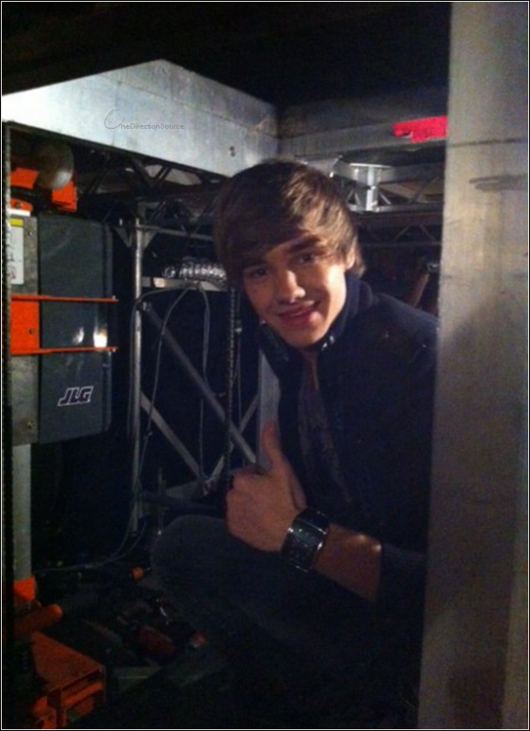 _ Liam under the stage on the lifts at the start of Kids In America !_