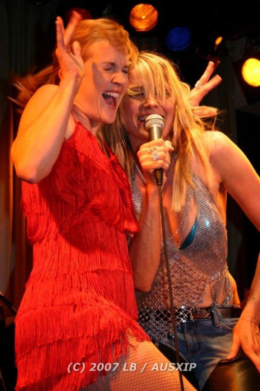 Lucy & Renée 06