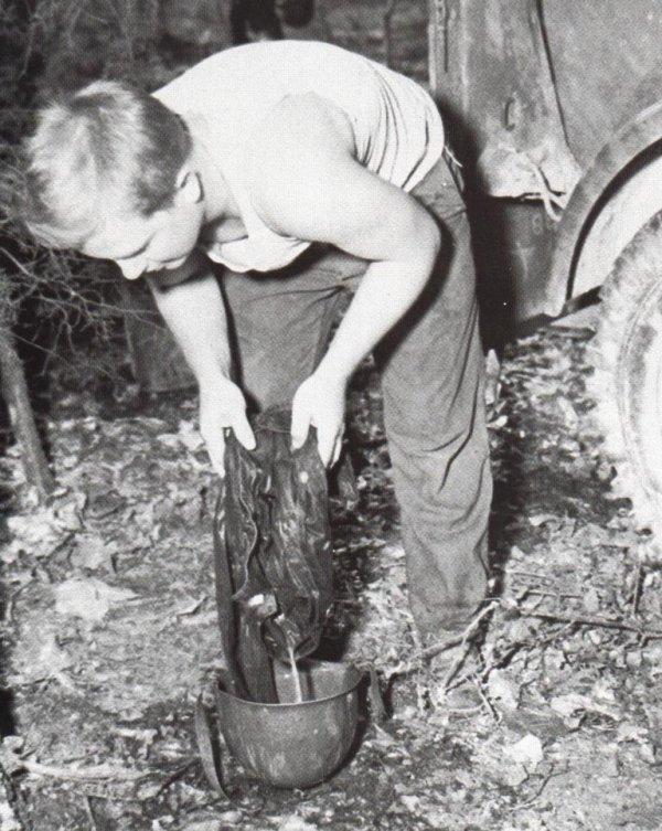 sur le terrain le casque lourd a souvent été utilisé pour autre chose que la protection !