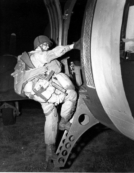 ce soir 5 juin 2013 il y a 69 ans le départ des paras vers la normandie