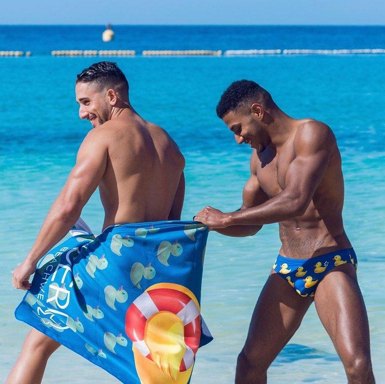 Marcel Gonzalez & Co pour Desiderio Beachwear