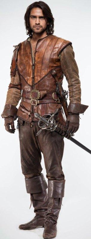 Luke Pasqualino tout en cuir marron