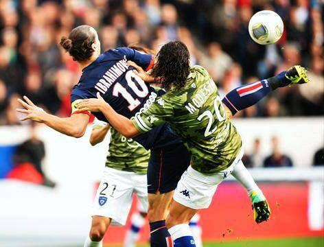Zlatan Ibrahimovic magnifique but à plus de 100 km !!