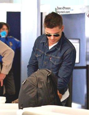 21/02/11 : Zac a été vu à l'aéroport de L.A. pour aller surement a New York pour reprendre le tournage
