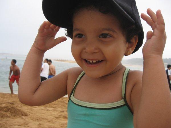 <<   ma petite soeur sur la plage !!