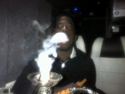 Fababy fume une Chicha !
