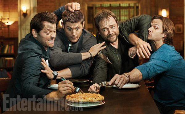 Crowley , Castiel , Dean et Sam