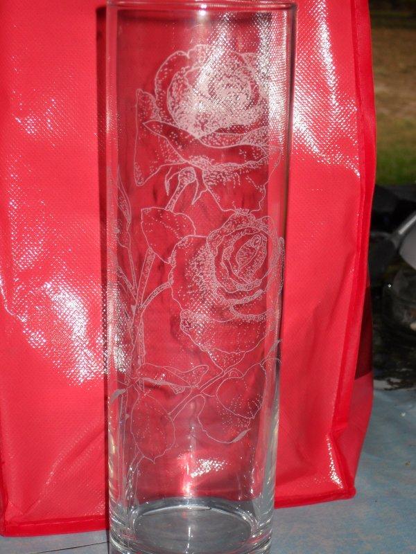 roses gravé sur un vase