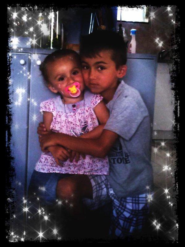 Mon petit frére Rayn et ma petite soeur Marie ! <3