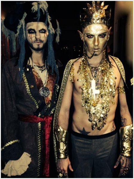 3 881 / 01.11.2013 - BTK Twins Personal Messenger (Alien Wall).