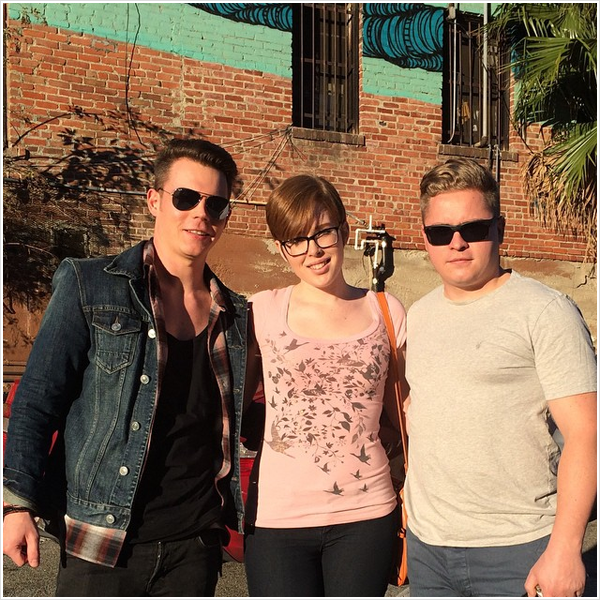 8 928 / 15.01.2015 - Gustav et Georg avec une fan à West Hollywood (USA).