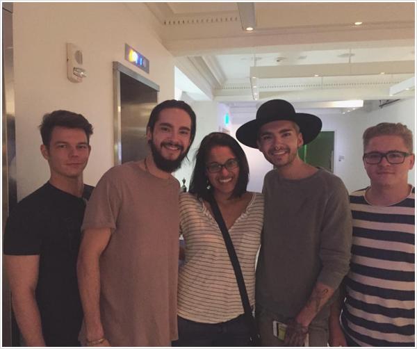 9 357 / 07.08.2015  - Le groupe avec une fan à Cincinnati.
